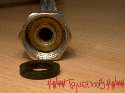 Конец шланга со снятым уплотнителем